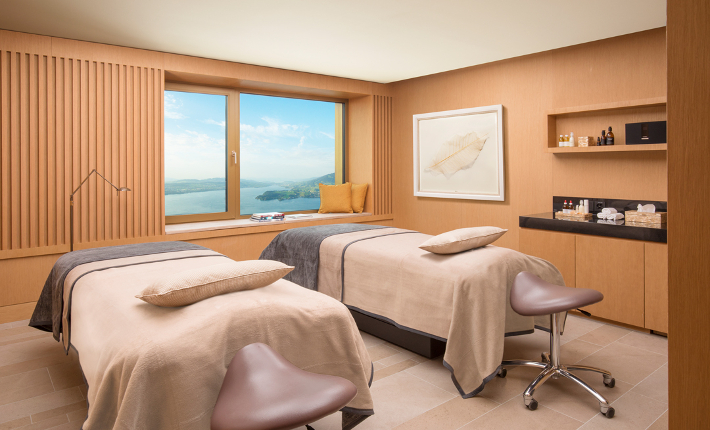 largest hotel spa from switzerland opened the alpine spa of the b rgenstock resort lake. Black Bedroom Furniture Sets. Home Design Ideas