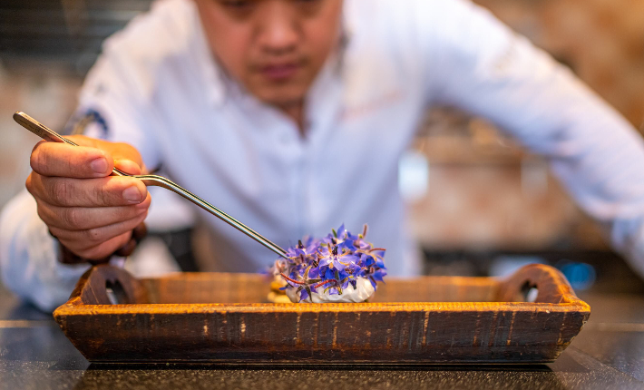 Food & Wine bar Nayolie by Kelvin Lin in Voorschoten 1