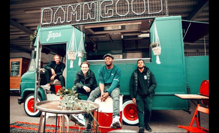 Foodtruck Tjaps - Van links naar rechts Willem van der Veld, Bart Vermaten, Rano Kust en Seydou Konate