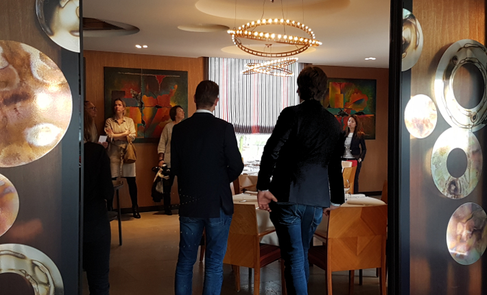 Inkijk in de private dining ruimte van restaurant Parkheuvel