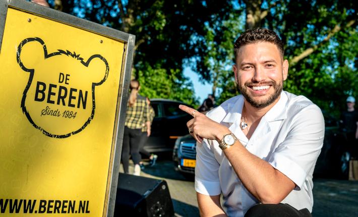 Rolf Sanchez opent De Beren drive-thru