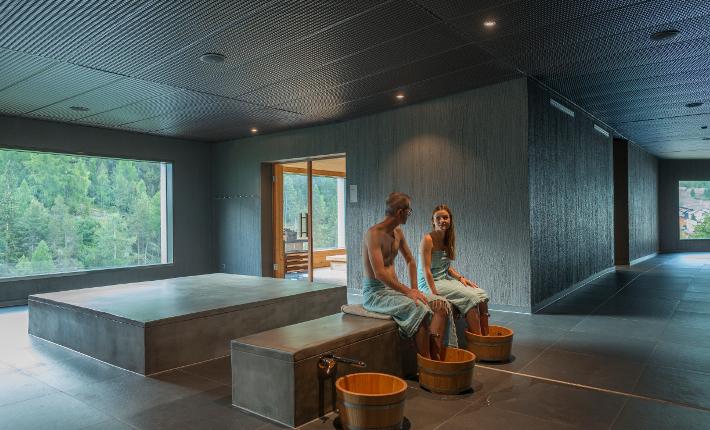 Wellness Hostel 4000 - credits Michel van Grondel