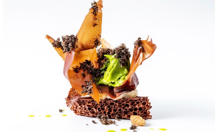 Pure chocoladebros, lavasijs, moerbei, topinamboer, zwarte truffel van Restaurant Spectrum